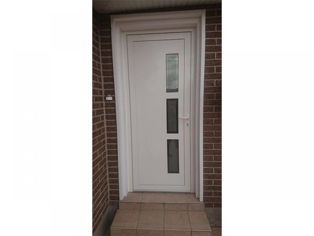 Pose de porte d'entrée